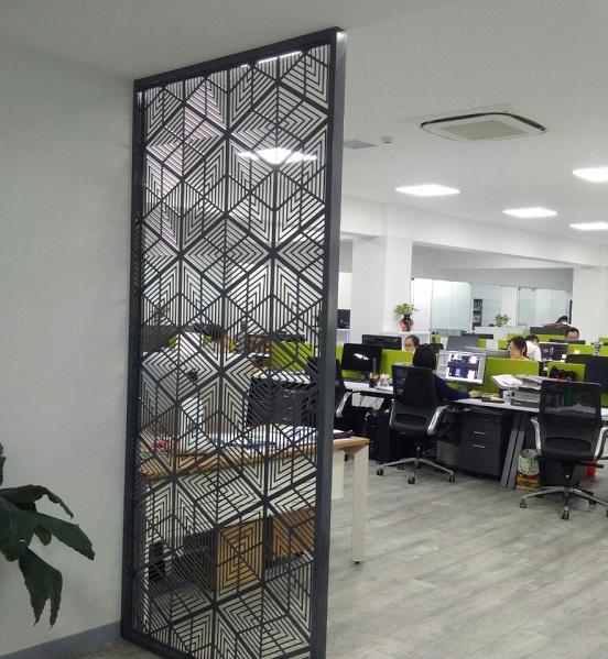 vach-ngan-sat-cat-cnc-trang-trí-van-phong-khach-san-showroom.jpg